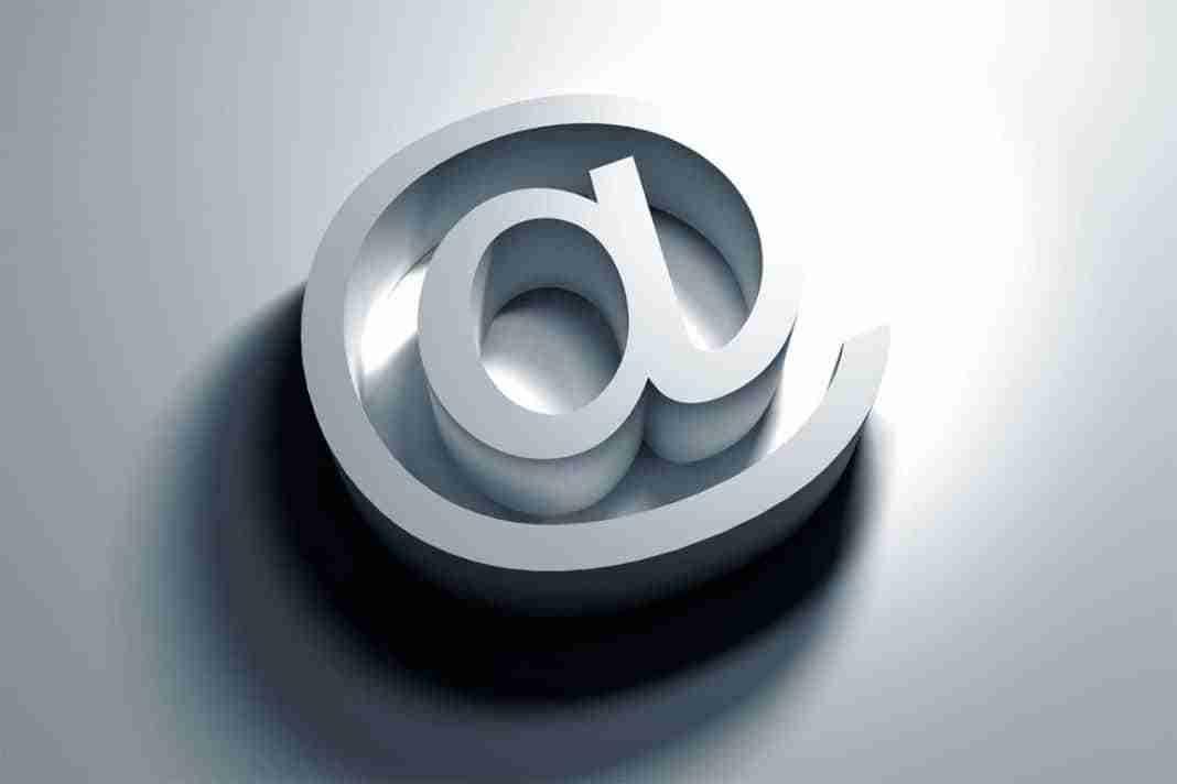 You are currently viewing chiocciola email come farla su windows e mac
