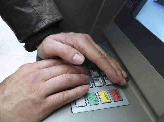 Proteggi il tuo PIN con la tua mano