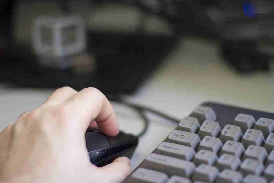 Come controllare il puntatore del mouse tramite la tastiera in Windows 10