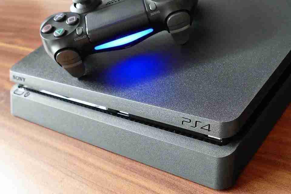 Come collegare una tastiera e un mouse a una PS4