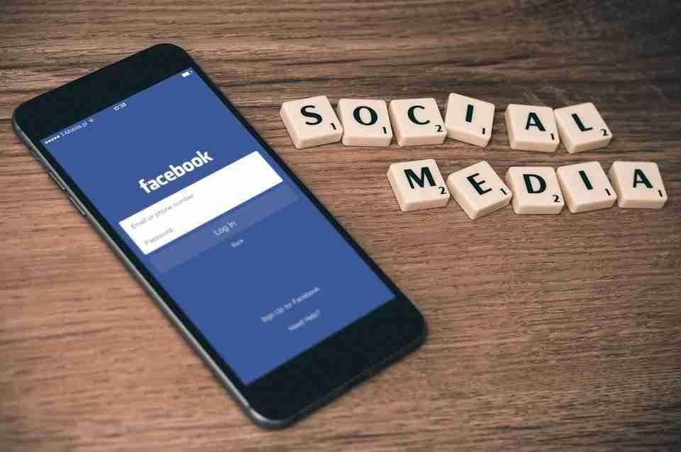 Come scaricare una copia di Facebook