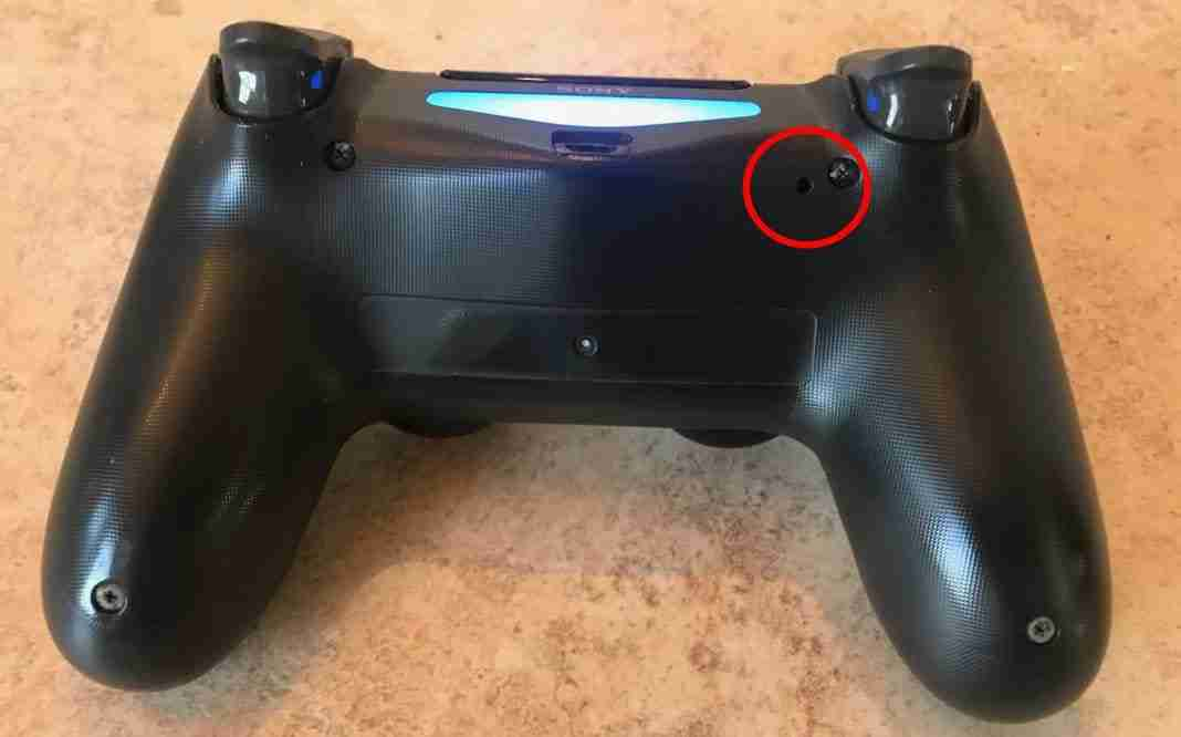 Hard Reset del controller PS4 - resettare controller PS4