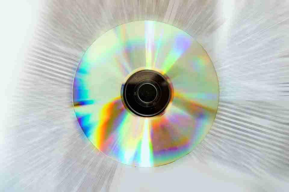 Come aprire CD o DVD danneggiati o graffiati